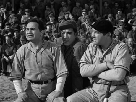 On the ballfield - Edward G. Robinson, Anthony Quinn, Broderick Crawford