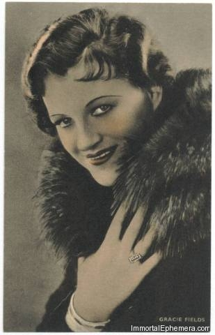 Gracie Fields circa 1933 Boys Cinema 3.5 X 5.5 Trading Card