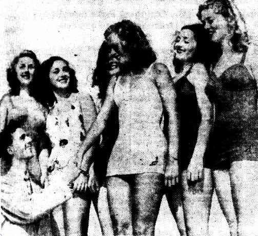 Freddie Bartholomew and Miss Australia contestants