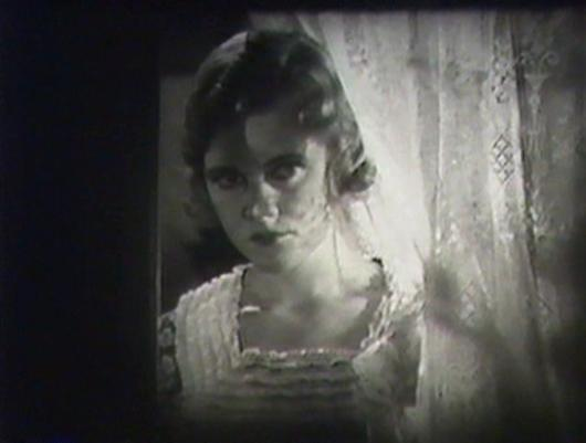 Adrianne Allen as Elna Curry