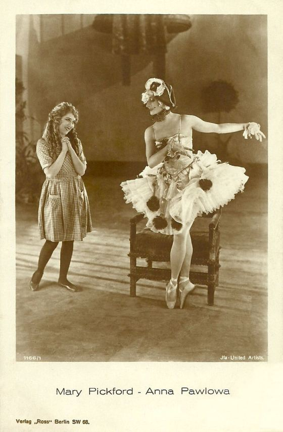 Mary Pickford and Anna Pavlova Ross Verlag Postcard