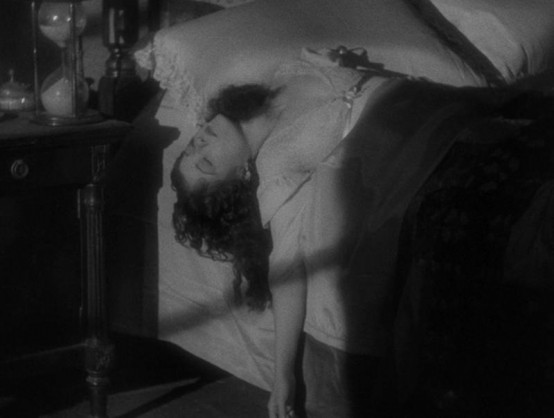 Sidney Fox in Murders in the Rue Morgue