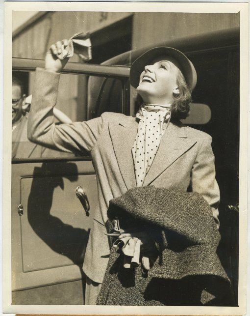 Greta Garbo 1933 Press Photo