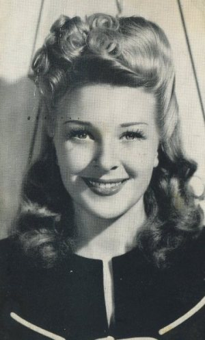 Evelyn Ankers vintage postcard